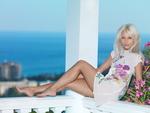 Обои Красивая модель Adelia A сидит на перилах балкона, by metart