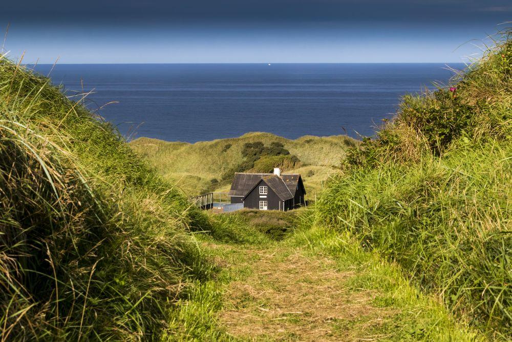 Фото тихого домика на море