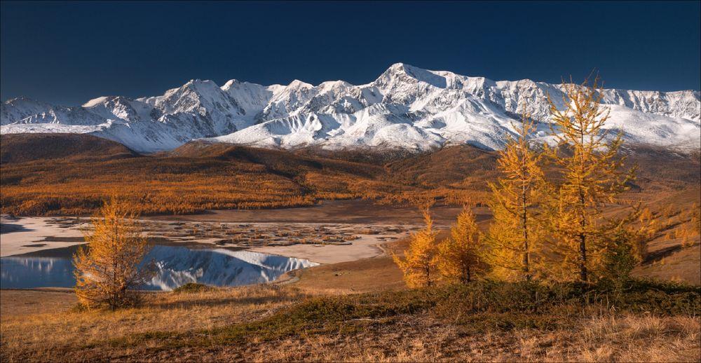 Обои для рабочего стола Осень на Алтае, Северо-Чуйский хребет, фотограф Влад Соколовский