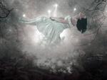 Обои Левитирующая девушка в туманном мире сновидений, by Enrique Meseguer