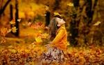 Обои Девочка стоит на коленках на осенней листве, фотограф Раевская Елена