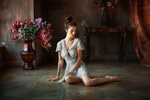 Обои Модель Alla Berger сидит на полу. Фотограф Anastasia Barmina