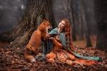 Обои Девушка с лисой сидит у дерева