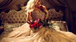 Обои Девушка-блондинка с красными розами в руках, by ASjack