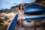 Обои Девочка сидит в лодке. Фотограф Бармина Анастасия
