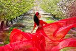 Обои Девушка в красном, фотограф Malika Drobot