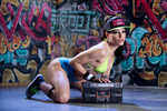 Обои Порномодель Karmen Karma в бейсболке и бикини на фоне граффити сидит возле магнитофона с надписями ASS
