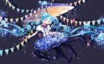 Обои Vocaloid Hatsune Miku / вокалоид Хатсуне Мику под зонтом среди флажков, капелек и незабудок на сером фоне, by Shuuumatsu