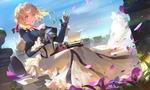Обои Violet Evergarden / Вайолет Эвергардэн сидит с печатной машинкой на коленях среди фиалок и смотрит на брошь из аниме Violet Evergarden