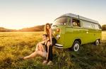 Обои Парень и девушка на природе у своего авто. Фотограф Michal Orzech