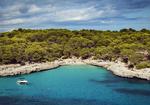 Обои Тихий маленький пляж на юго-восточном побережье Майорки Кало де эс Боргит - небольшая бухта. Фотограф Michal Orzech