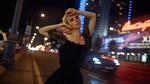 Обои Модель Тая стоит на фоне ночного города. Фотограф Георгий Чернядьев