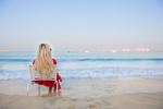 Обои Девушка - блондинка сидит в кресле у моря
