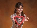 Обои Модель Lorena Garcia / Лорена Гарсия с сердечком в руках с надписью I love you / я люблю тебя