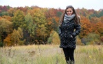 Обои Девушка Dana Harem / Дана Гарем позирует на фоне осеннего леса