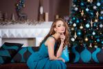 Обои Девушка в голубом платье сидит у елки