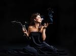 Обои Девушка с бокалом шампанского и сигаретой