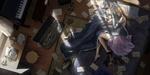 Обои Грустная Violet Evergarden / Вайолет Эвергардэн лежит на полу среди писем, конвертов и печатной машинки и смотрит на брошь из аниме Violet Evergarden
