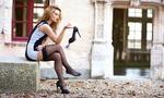 Обои Девушка сидит на бетонной плите и держит туфлю в руке, by Telly Shoot