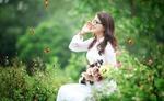 Обои Девушка с цветами в белом платье наслаждается природой