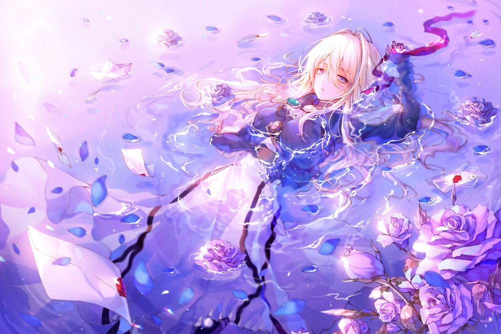 Обои для рабочего стола Violet Evergarden / Вайолет Эвергарден лежит а воде среди писем и роз из аниме Violet Evergarden