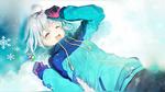 Обои Девочка лежит на снегу