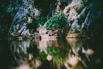 Обои Горы отражаются в озере
