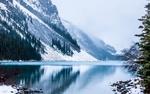 Обои Заснеженные горы у озера