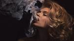 Обои Модель Елена Поташева пускает клубы пара электронной сигареты, фотограф Виталий Сокол