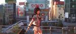 Обои Девочка с чемоданом и мороженым на фоне японского мегаполиса
