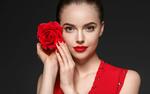 Обои Девушка с красной розой в руках
