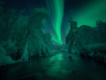 Обои Северное сияние на небе над рекой, by Arild Heitmann