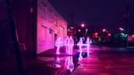 Обои Люди на улице ночного города