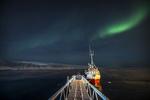 Обои Причаленный кораблик у моста под ночным небом, фотограф Allan Pedersen