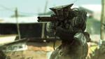 Обои Солдат вооруженный винтовкой в футуристичной защите стоит на колене