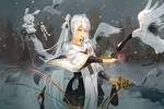 Обои Vocaloid Hatsune Miku / Вокалоид Хатсуне Мику в костюме японской жрицы кормит с руки журавля в снежный вечер у водоема