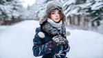 Обои Модель Наташа в шапке и пальто стоит на фоне зимней природы, by Andrey Metelkov