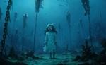 Обои Девочка-призрак с горящими голубым светом глазами, стоит на морском дне среди цепей, которые удерживают, утонувших людей, by Stefan Koidl
