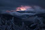 Обои Закат над горным хребтом Свидовец зимой, Карпаты, Украина, фотограф Алексей Медведев
