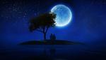 Обои Мужчина и женщина сидят на островке у одинокого дерева под полной луной в ночном звездном небе / Настоящая любовь не терпит посторонних, фотограф Sergii Vidov
