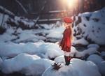 Обои Девочка-кукла стоит на снегу