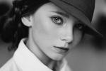 Обои Фотопортрет девушки Ирины в шляпке на размытом фоне, фотограф Savrasov Sergey