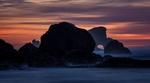 Обои Скалы на побережье в тумане на рассвете, Clatsop, штат Орегон / Oregon, США / USA