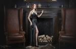 Обои Модель Лида с украшением на шее и в длинном платье позирует, стоя у камина в помещении, фотограф Сергей Рехов