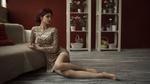 Обои Модель Alice / Алиса сидит на полу у дивана, фотограф Вячеслав Щербаков