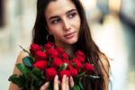 Обои Модель Clizia S. с букетом красных роз, by Marco Squassina