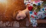 Обои Модель Emma R. с красной розой, by Marco Squassina