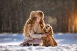Обои Девочка и собачка породы кокер-спаниель на снегу, фотограф Татьяна Крафт