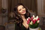 Обои Улыбающаяся девушка с тюльпанами, фотограф Dmitry Tsvetkov