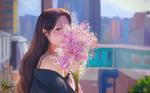 Обои Девушка выглядывает из-за букета цветов, by Op La